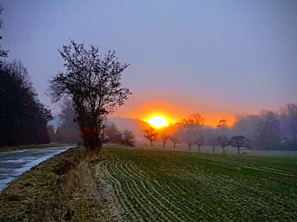 Leuchtender Sonnenaufgang